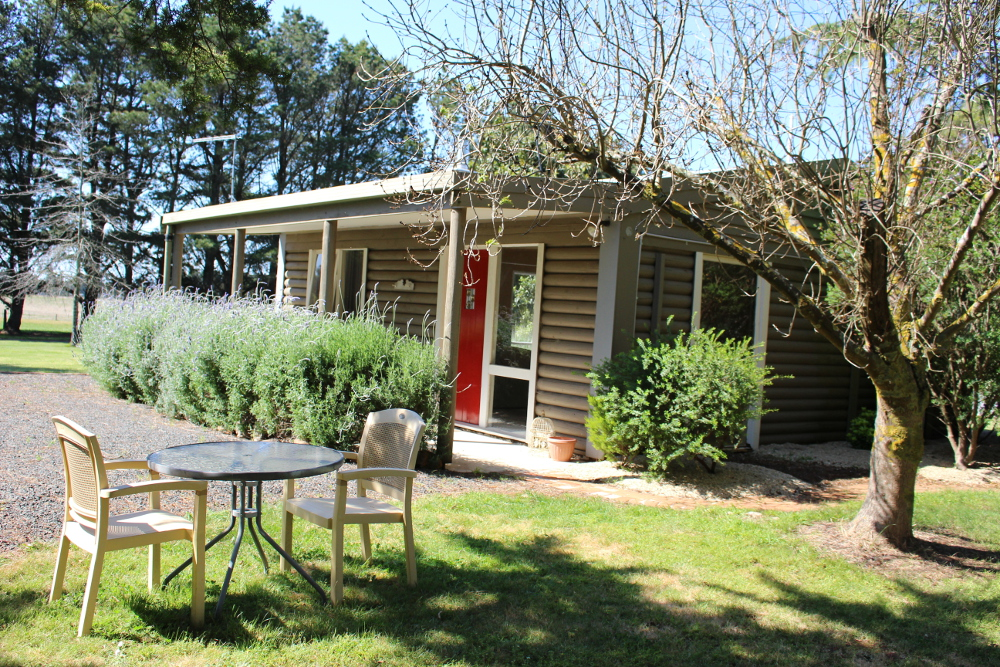 Kyneton Accommodation - Rustic Cottage